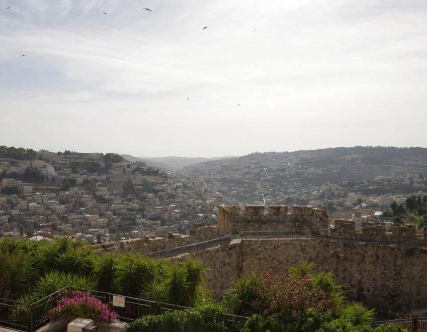 remparts de la vieille ville Jerusalem et Petra