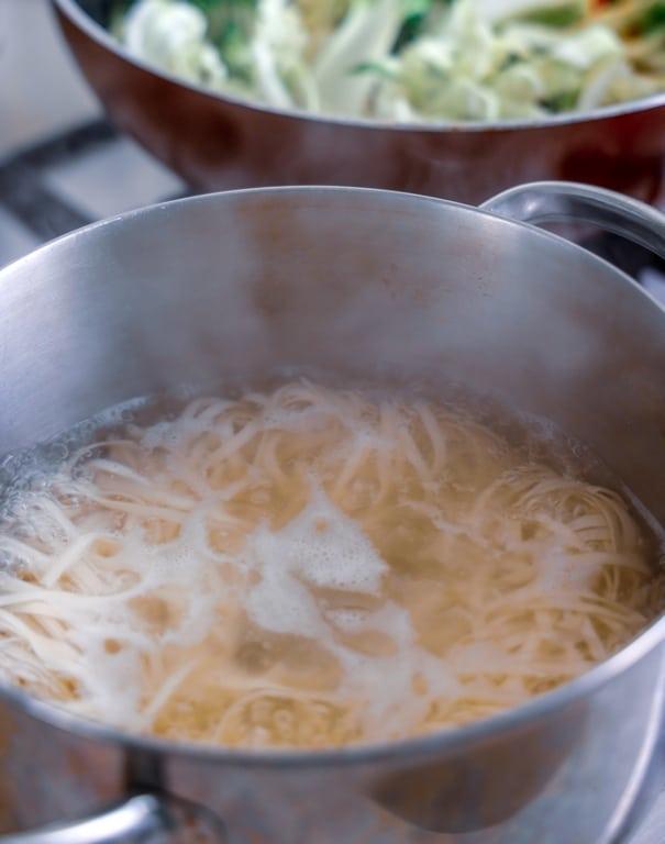 cuisson des pates. pour nouilles sautées