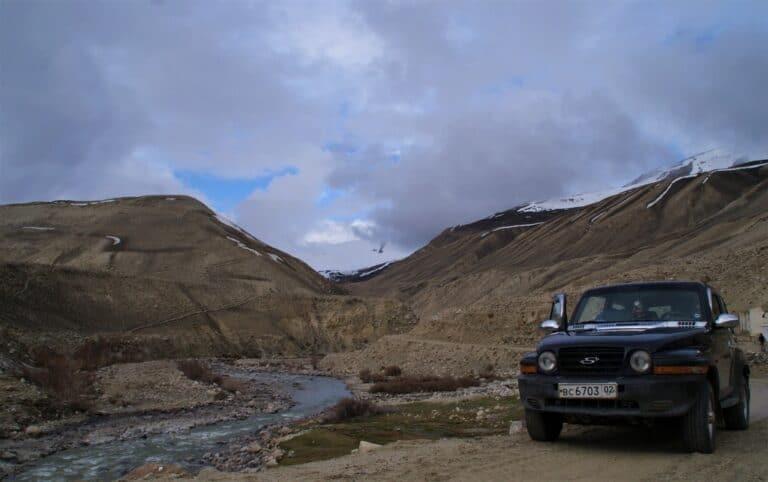 Route de montagne entre Langar et Alichur