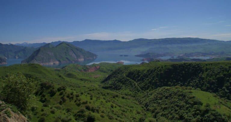 Lac de Nurek au Tadjikistan