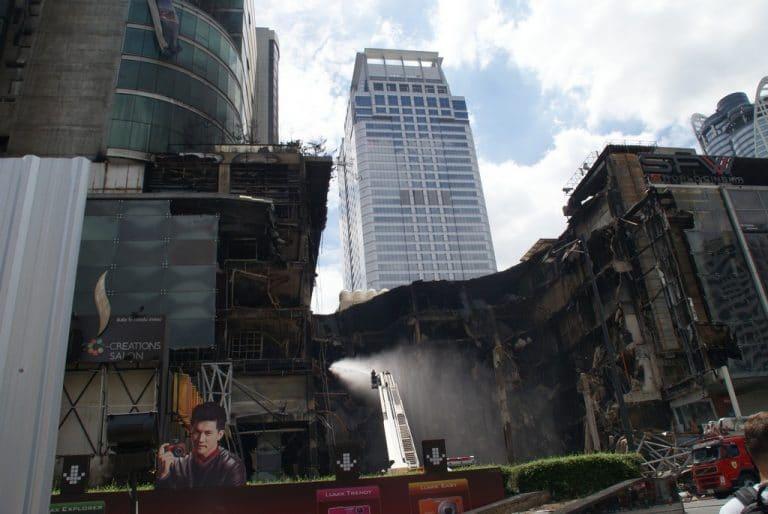 immeuble en feu à Bangkok Thailande