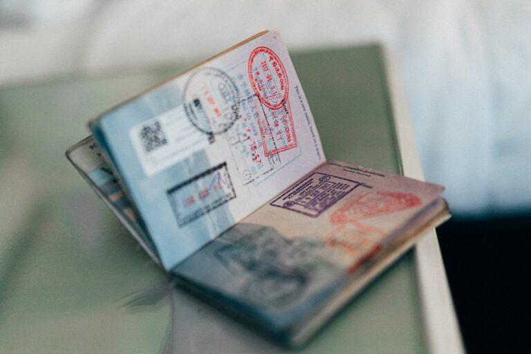 Photo de passport pour partir seul en voyage